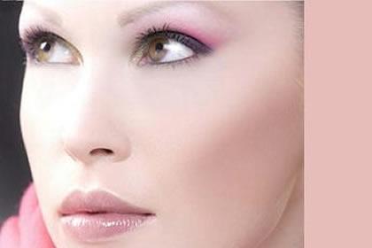 Blanca Fernandez en la calle Parras de Cáceres te ofrece maquilaje Especial Novia con prueba incluida. Maquillaje de Madrina. Maquillaje corrector especial eventos. Productos hipoalergicos y naturales.