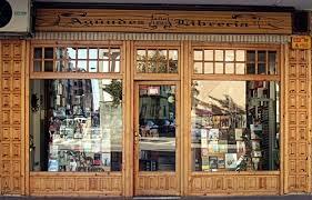 Librería Agundez en la Avenida Antonio Hurtado de Cáceres.