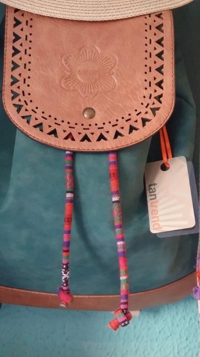 """Joyas, cerámicas, grabados, pinturas y un sin fin de objetos con la impronta """"MANSABORÁ"""", nombre de princesa encantada que flota en la cálida atmósfera. Mansaborá en la Plaza de San Juan de Cáceres"""